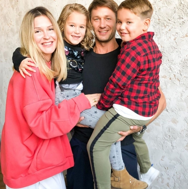Супруги с двойняшками: Климом и Оливией