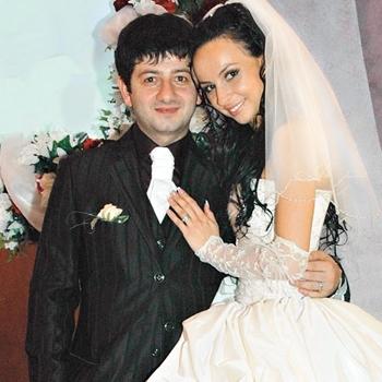 На фото: Михаил Галустян с женой