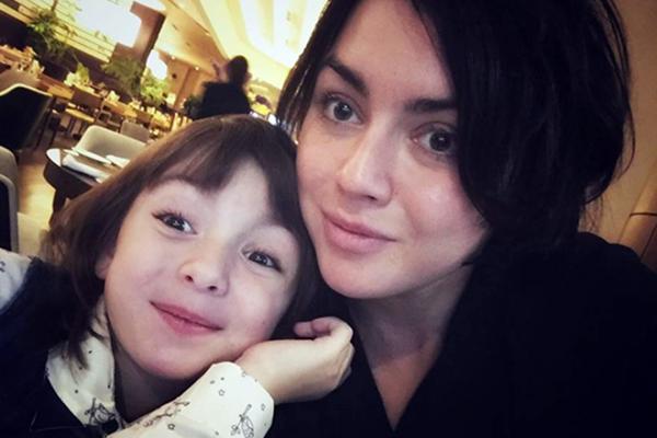 Анна Озар с дочкой