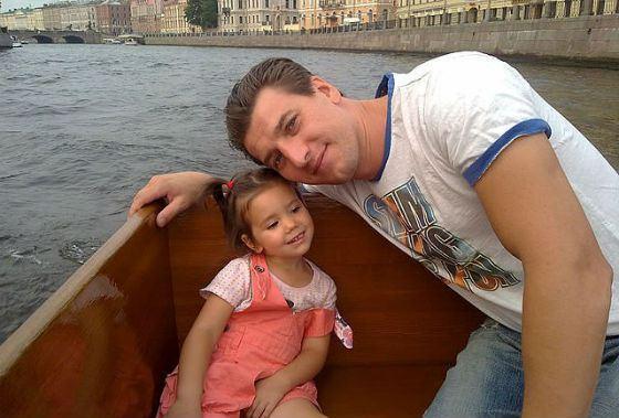 Александр Устюгов с дочкой