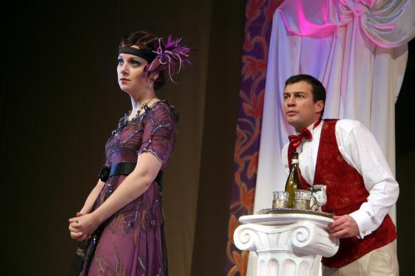 На фото: Андрей Чернышов на театральной сцене