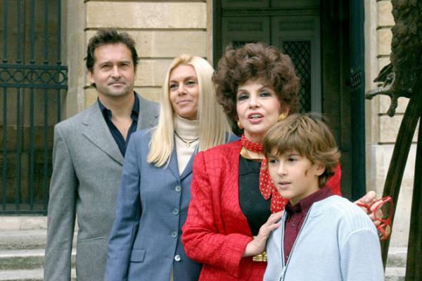 Картинки по запросу Джина Лоллобриджида с внуком, сыном и невесткой