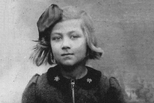 На фото: Эдита Пьеха в детстве