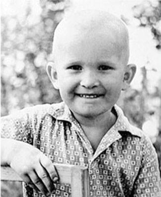 На фото: Федор Добронравов в детстве