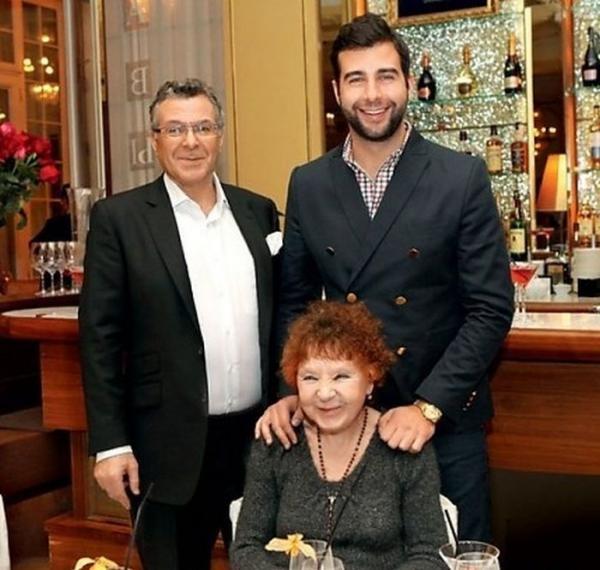 На фото: Иван с отцом и бабушкой Ниной Ургант
