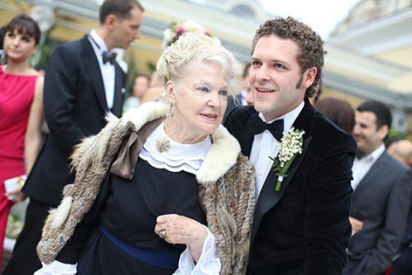 На фото: Константин с бабушкой, актрисой Ириной Скобцевой