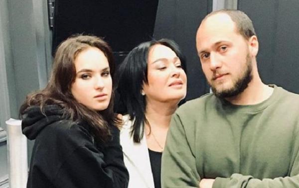 На фото: Лариса Гузеева, ее сын и дочь