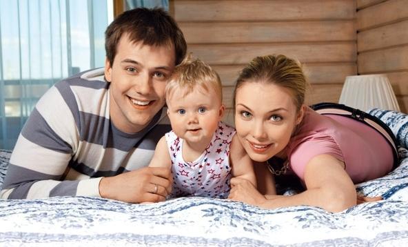 Татьяна Арнтгольц с бывшим мужем Иваном Жидковым и дочерью