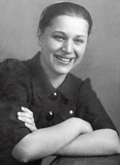 На фото: Надежда Каратаева в молодости