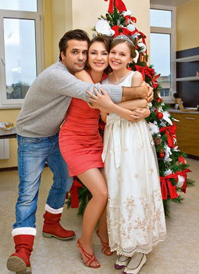На фото: Сергей со второй женой и дочкой