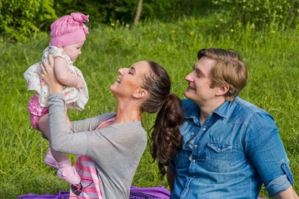 Руслан Чернецкий, его жена и дочь