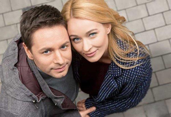 На фото: актер Владимир Жеребцов с женой Анастасией Паниной