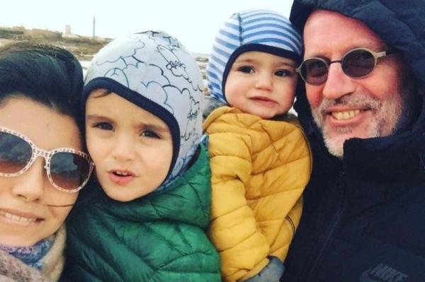 На фото: семья Александра Гордона