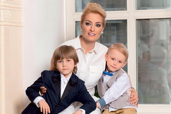 Бывшая жена актера с сыновьями