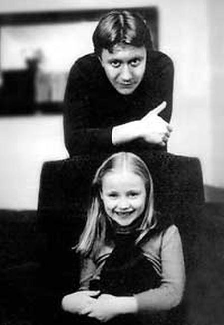 На фото: Миронов с приемной дочерью